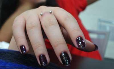 piercings na mão